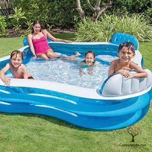 piscina hinchable con niños